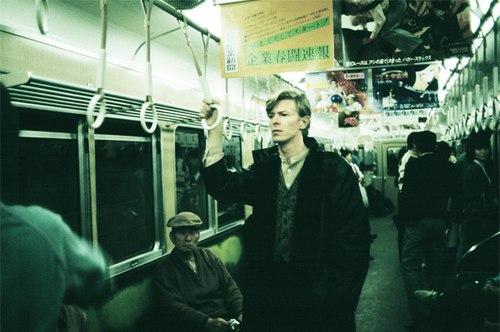 Боуи едет на работу в Беляево с каким-то пьяным быдлом на метро.